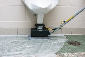 nano-edge-cleaning-under-urinal
